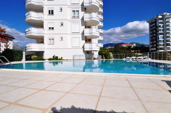 Furnished three-room apartment in a beautiful complex in Alanya - Tosmur