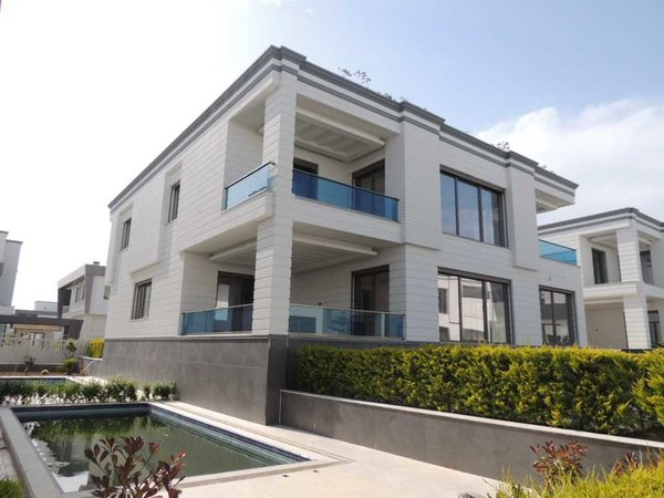 Luxury 3-storey villa 5 +1 in Antalya Kemeragzi