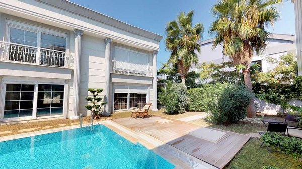 Villa for sale in a good location in Antalya - Güzeloba