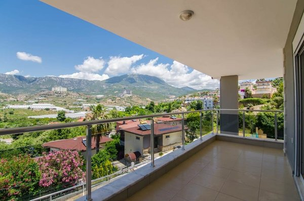 For sale spacious villa 500m2, with six bedrooms in Alanya Kargicak Turkey