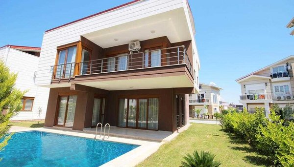 Three storey villa located near golf course and has direct access to the pool
